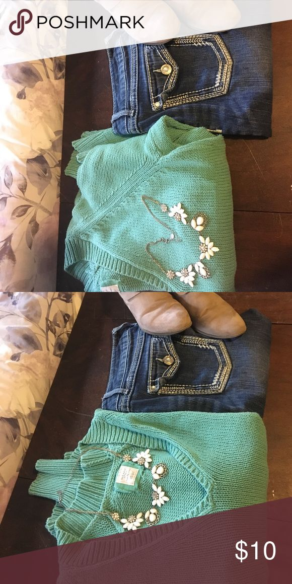 Old Navy Sweater Mint Green Old Navy Sweater-perfect for lounging around or pairing with leggings - good condition- smoke free and pet free home Old Navy Sweaters