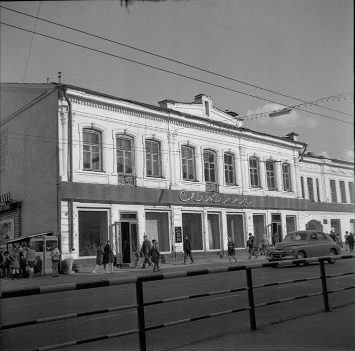 В 1968-мстарший научный сотрудник института спектроскопии Павел Коханенко начал регулярные прогулки по улицам с фотоаппаратом «Любитель», чтобы запечатлеть уходящий город.
