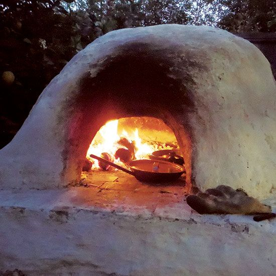 This easy-to-construct, DIY clay oven fires up quickly and stays hot for days. Cook dinner at night and bake bread in the morning with its stored heat.
