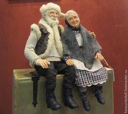 Купить или заказать Жили были... (куклы дедушка и бабушка) в интернет-магазине на Ярмарке Мастеров. К баушке с дедушкой приехали внуки и попросили их сесть рядком для фото. Бабуля немного смущена, а дед доволен. Бубуля и Дедуля - добрая пара, хороша для душевного подарка. продаются только вместе, по врозь они скучают, это готовая работа. Могут менять позу. КРесла для этой пары сделаны замечательным мастером Александром с ЯМ.www.livemaster.