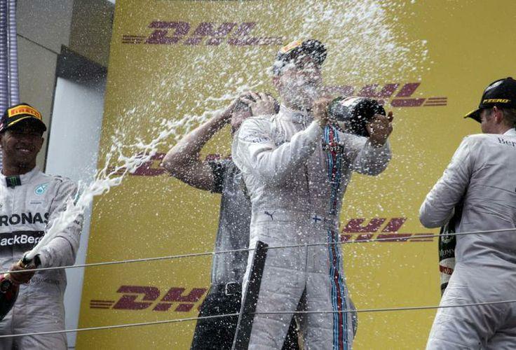 Champagnerdusche: Nico Rosberg siegte beim Formel 1 Rennen am Spielberg-Ring. Mehr Bilder des Tages auf: http://www.nachrichten.at/nachrichten/bilder_des_tages/cme10133,1083338 (Bild: Reuters)