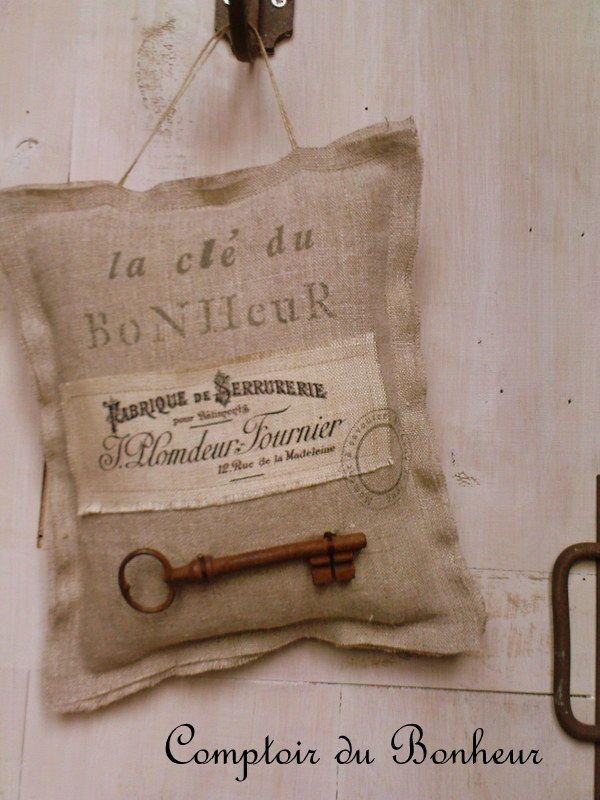 Très joli coussin du Comptoir du Bonheur. Un site à visiter!
