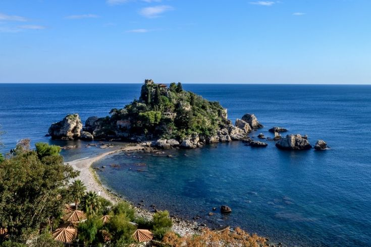 Isolabella e Villa Caronia   #sicily #sicilia #italia #italy #etnaportal #turismo #tourism #turismoinsicilia #tourismofsicily #isolabella #taormina #sea #seascape #landscape #sky #mare #blue #color