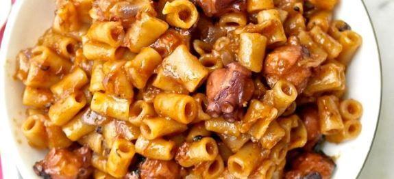 Δες εδώ μια τέλεια συνταγή για ΧΤΑΠΟΔΙ ΜΕ ΚΟΦΤΟ ΜΑΚΑΡΟΝΑΚΙ ΣΤΗ ΧΥΤΡΑ, μόνο από τη Nostimada.gr