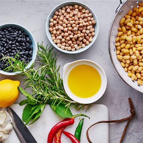 Klimatsmart, näringsrikt, och lättlagat - vi pratar om bönor såklart! Vi bjuder på 6 goda röror och lär dig massa matnyttigt om bönor.