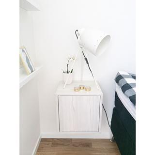 """Godmorgon☀️ Vi gillade #ikeavalje så mycket att det även fick bli nya """"sängbord"""" därifrån i lärkvit ❥ Väldigt bra pris dessutom #ikea #valje #sängbord"""