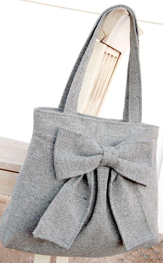 What a pretty bag, I love the bow
