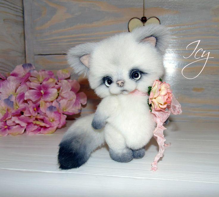 http://www.bearpile.com/item/115002  Kitten Icy  By Oksana Yurchenko   4.7 inches (12 centimeters)