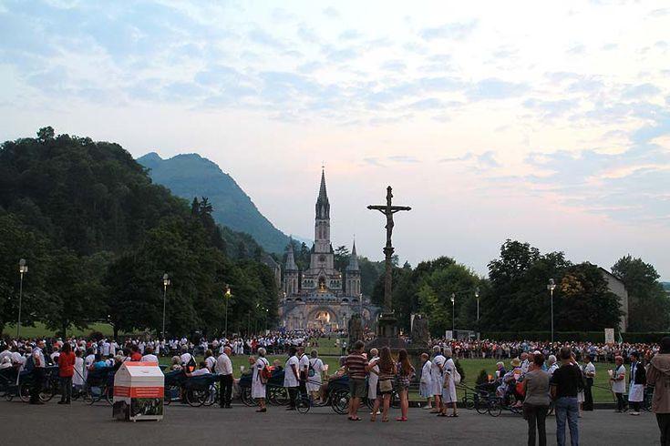 Santuario de Nuestra Señora de Lourdes, en los Altos Pirineos #Francia More info:  http://ht.ly/prWlv