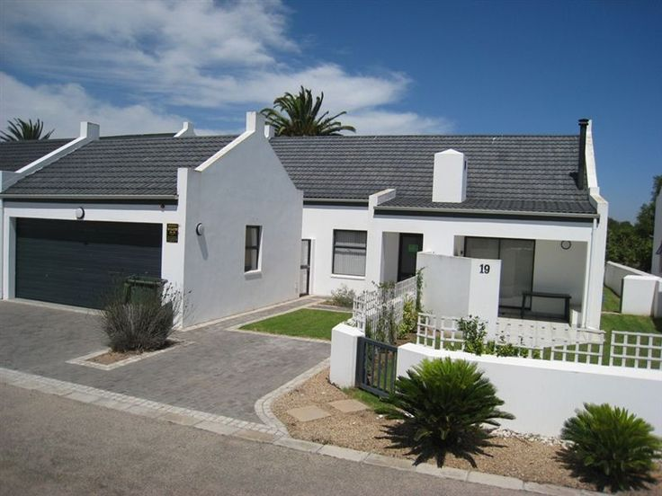 TF 19 - This double-storey holiday house in Shelley Beach is located close to the Country Club, Spa and golf course.  The beach is close enough to walk to and the house can accommodate eight guests.  The house ... #weekendgetaways #shelleypoint #southafrica