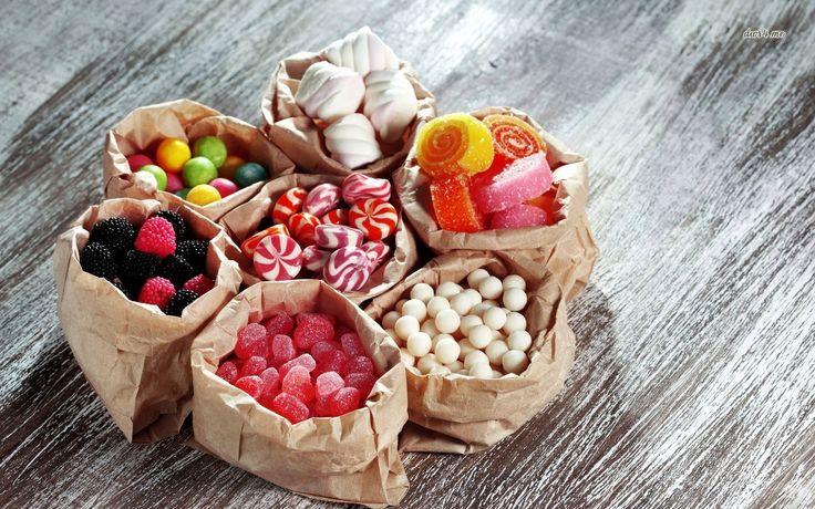 Leggendo le etichette di caramelle gommose, preparazioni per dolci, marmellate, torte e budini, spunta un ingrediente che, nella maggior parte dei casi, pa
