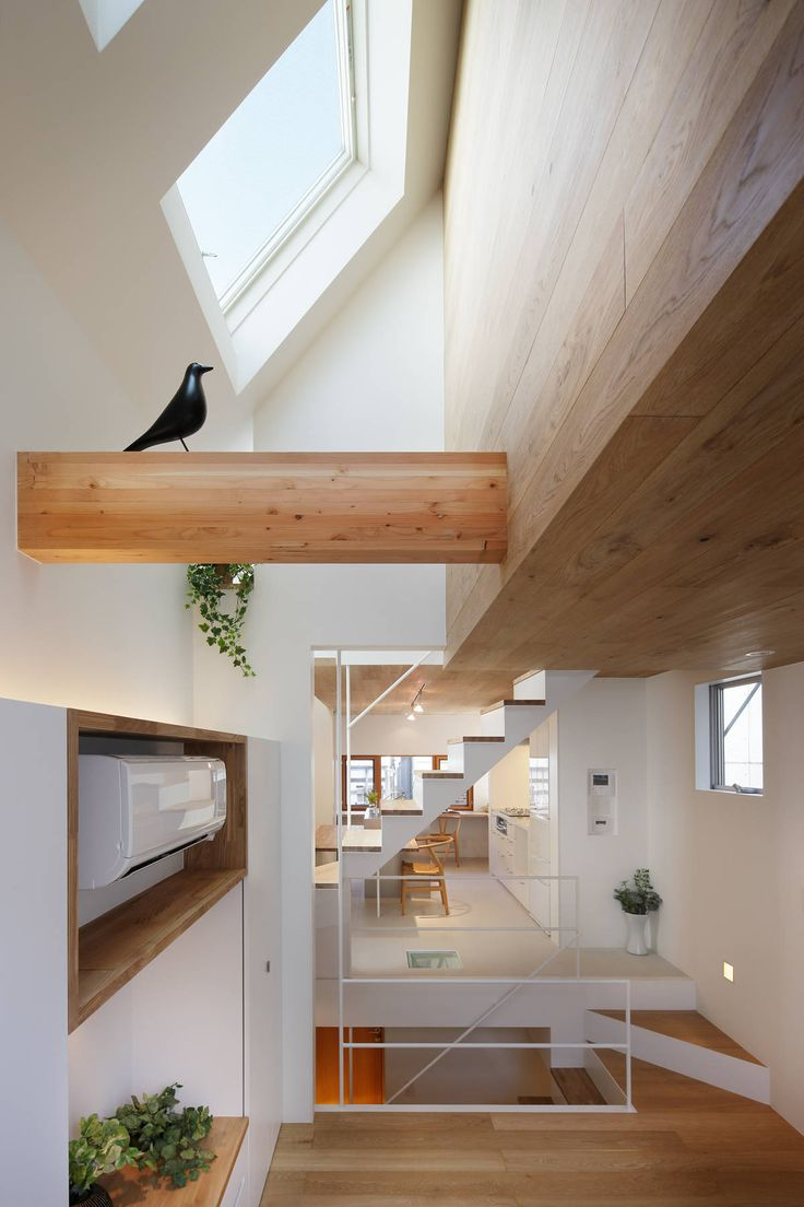 Maximizing Vertical Space and Light on a Narrow Lot - http://freshome.com/maximizing-vertical-space
