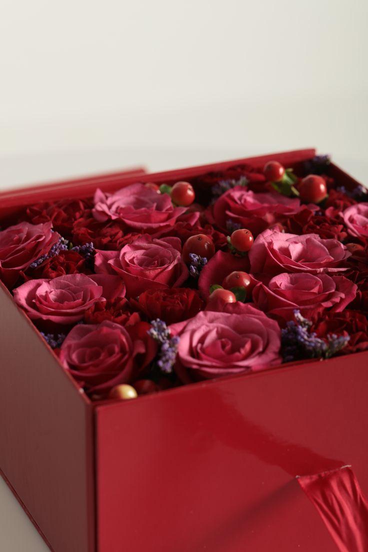 #flowerbox #flowers #smile #flowergirl #gift #giftbox #handmade  #flower #roses #rosebox #beautiful #lovely #box  #giftbox #present #birthdaypresent# luxury #luxurilife #glitterflowers