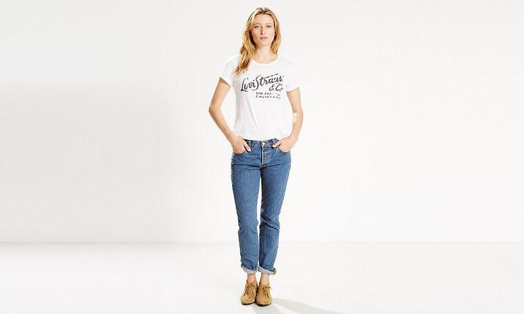 Geïnspireerd door jouw eigen maatwerk, hebben we de 501®-jeans alvast voor je, omgebouwd tot het perfecte taps toelopende model in premium denim. Het ultieme boyfriend-model - rechter bij de taille,, strakker bij het zitvlak en met een iets kortere binnenbeennaad. Draag hem relaxed alsof je 'm van 'hem' geleend hebt of clean en sexy, - afhankelijk van jouw stijl.