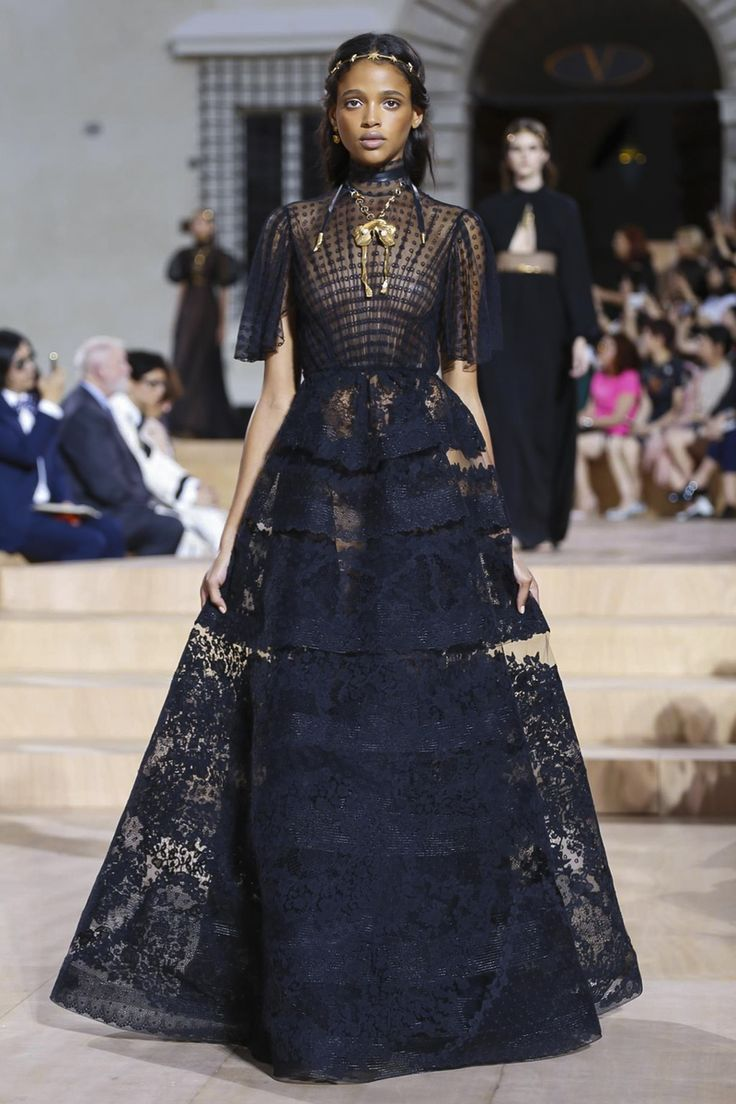 Valentino Couture Fall Winter 2015 Rome - NOWFASHION