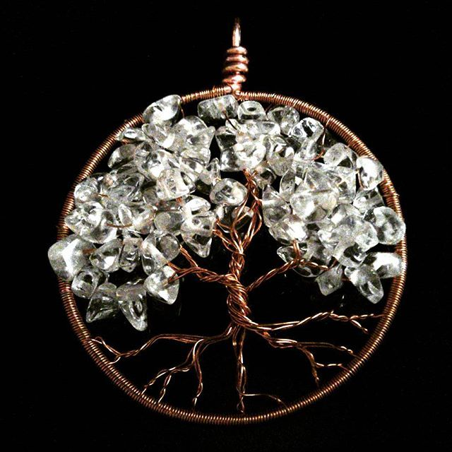 My daily challenge - day 277  #lismjewelry #treeoflife #yggdrasil #copperjewelry #clearcrystal #crystalpendant #jewelryforsale #handmadewithlove #etsynorway #madeinnorway
