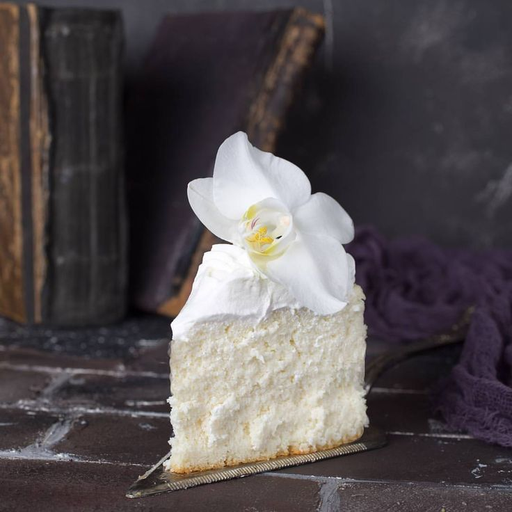 Japanese Soft Cotton Sponge Cake In Case