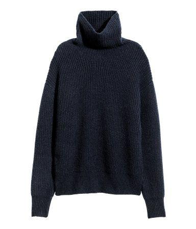 Dunkelblau. PREMIUM QUALITÄT. Gerippter Pullover aus weicher Kaschmir-/Wollmischung. Modell mit Rollkragen und überschnittenen Schultern.