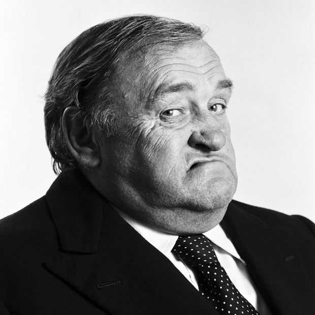 Les Dawson, old guy, expression, powerful face, intense chubby, suit and tie, wrinckles, lines of life, portrait, photo b/w.
