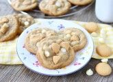 Banana Pudding Cookies | www.twopeasandtheirpod.com They taste just like banana pudding!
