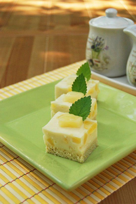 Könnyű ananászos sütemény glutén- és cukormentesen.   A recept megjelent a szeptemberi Kifőztük gasztromagazinban  is, az újság ingyen...