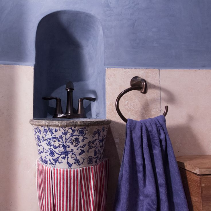 Toilet with blue tadelakt and travertine walls, RabunaDesign
