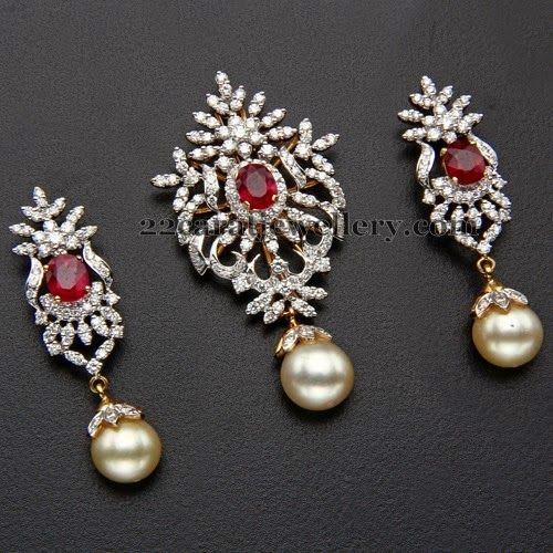 Jewellery Designs: Kothari's Jewellery Diamond Locket