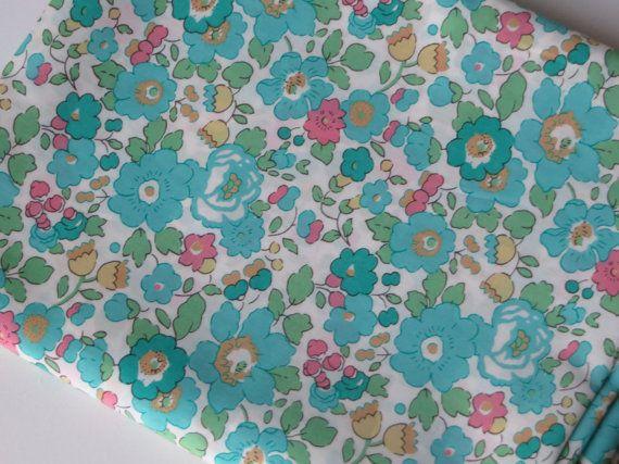Liberty fabric Betsy Liberty of London Tessuti Tissus au metre Tecidos Telas by FitaDeVies