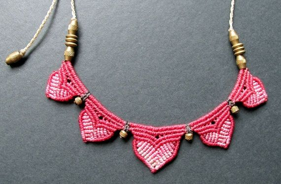 collar macrame flor de loto rosa, Bisutería, Macramé