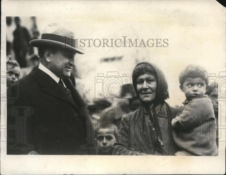 1923 Press Photo Ex Governor Henry Allen Of Kansas In Greece talking to Refugees