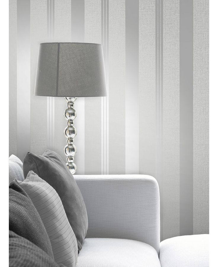 This Quartz Stripe Wallpaper in silver has alternating stripes of various widths and contrasting finishes with glitter and metallic elements. Free UK delivery available