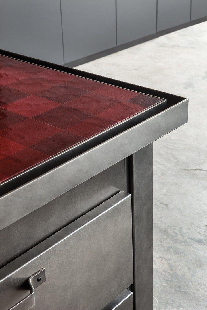 Minacciolo, Minà  particolare ciclo di verniciatura che, combinando una vernice laccata ad una vernice metallizzata, crea un originale effetto di ossidazione dell'acciaio.