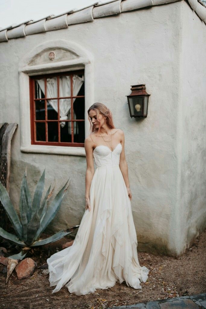Sarah Seven | I'd love to photograph a bride in this!!