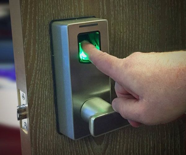 You can now control the access of who enters your home or office in a smart and efficient way with the Biometric Fingerprint Lock by uGuardian.