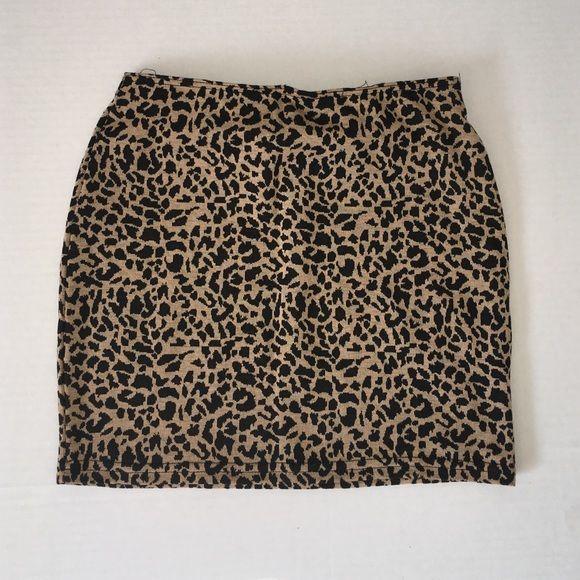 Cheetah skirt Never worn• cheetah skirt• fitted size M Skirts Mini