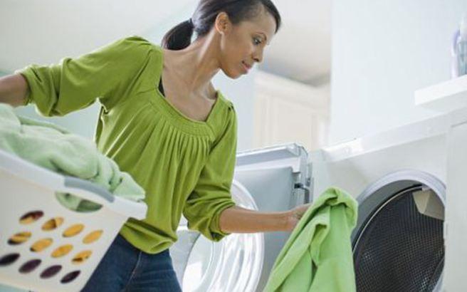 Πώς αφαιρείται η κόλλα από τα ρούχα