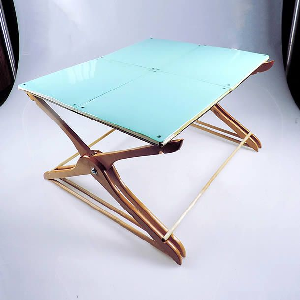 Felicia_Chiao_Floor_Desk_01