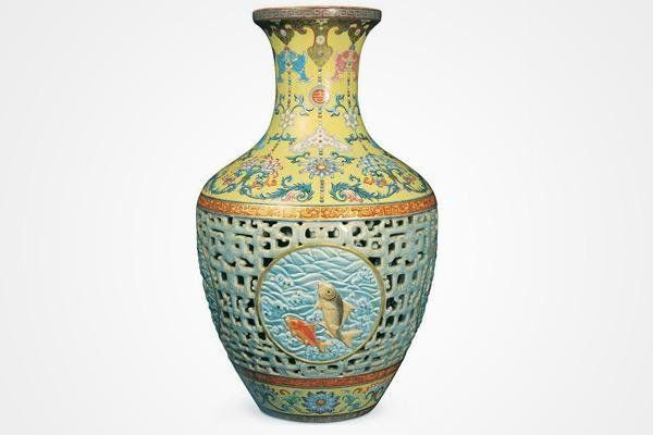 16 ince vase from the reign of Emperor Qianlong sold at auction for 69'5 Million dollars, it was found while a brother and sister were cleaning out a barn.