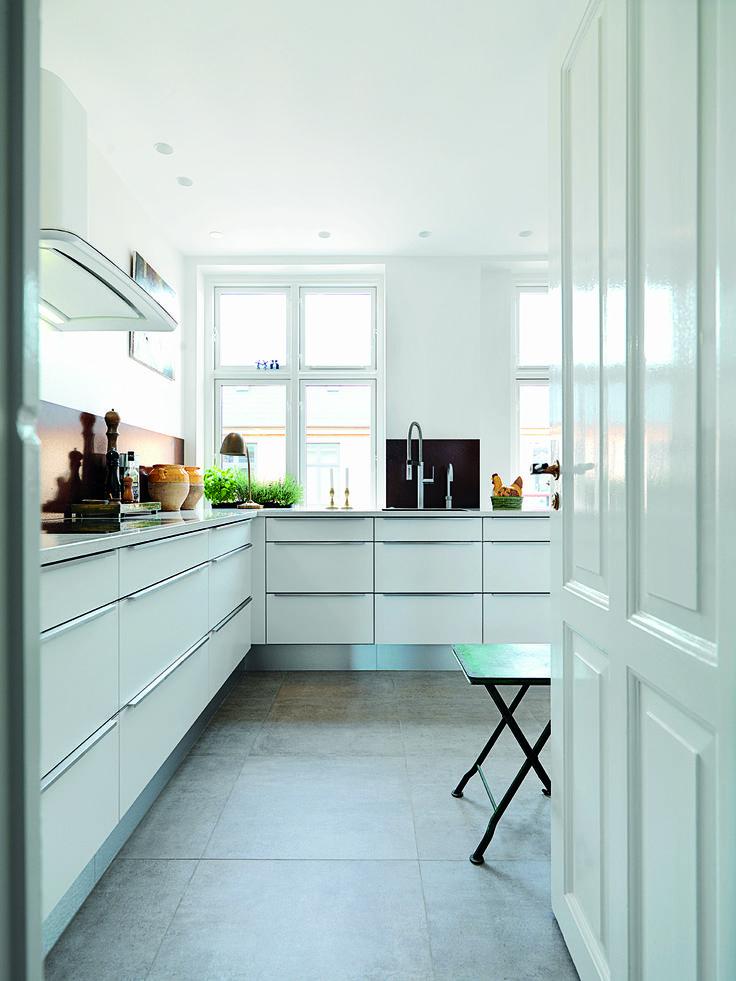 Det er her i køkkenet fra JKE Design, at Lars Juul-Mortensen slapper af og lader op efter en dag på jobbet som chefkonditor på La Glace i København. Se herskabslejligheden på www.jke-design.dk.