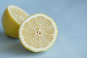 Top 10 des Astuces Beauté au Jus de Citron Source : Comment-Economiser.fr | http://www.comment-economiser.fr/top-10-jus-citron.html