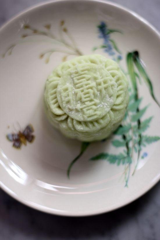 Avocado snowskin mooncake by boo_licious ^_^