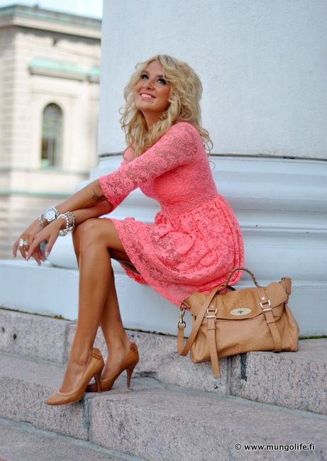 coral lace<3 plus the shoes!  Wish this was in english so I could find out where she purchased this outfit