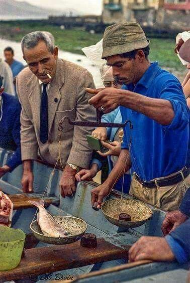 1968. Comprando pescadito fresco en la Puntilla