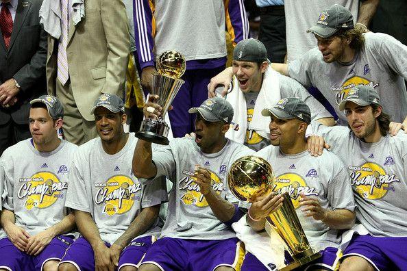 Kobe Bryant and Derek Fisher Photo - NBA Finals Game 5: Los Angeles Lakers v Orlando Magic