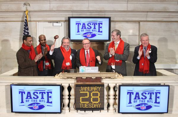 Closing Bell: Taste of the NFL founder Wayne Kostroski, joined by NY Restaurateur Drew Nieporent, Chef Kamal Rose of Tribeca Grill, three-time Pro Bowler Freeman McNeil, and former New York Giant Bill Ard