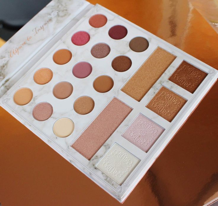 The Carli Bybel Deluxe Edition Palette (in collaboration with BH Cosmetics) includes 21 eyeshadows and 6 highlighters. See the full review and swatches on my blog!