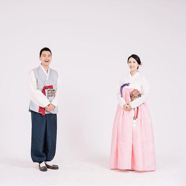 한복을 입은 신랑신부님 너무 예쁜 커플 행복하세요 #바느질풍경  #한복 #혼수한복 #혼주한복 #hanbok #sewinglandscape