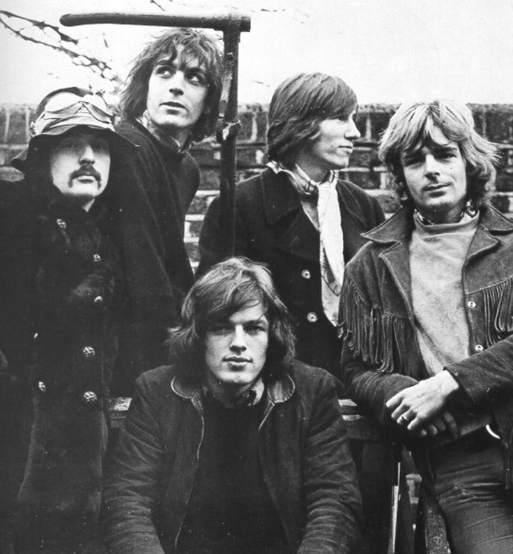 Clockwise: Nick Mason , Syd Barret , Roger Waters , Richard Wright , David Gilmour (Pink Floyd)