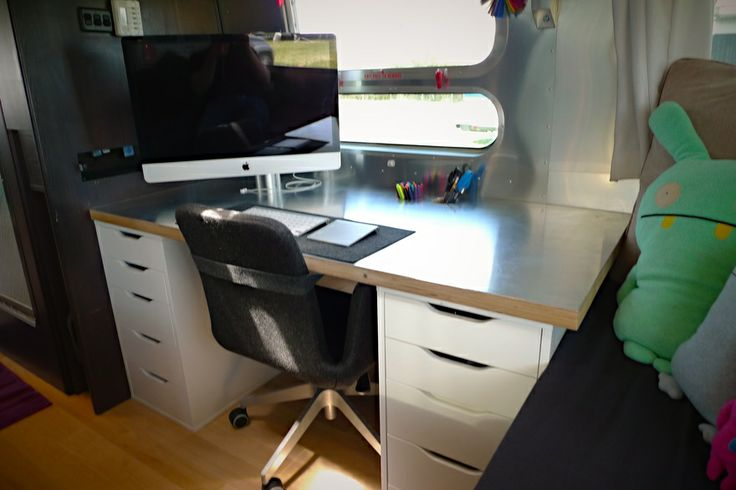 Desk with ikea pedestals chair aluminum birch top and 27 inch imac i love this idea for - Computer desk for imac inch ...