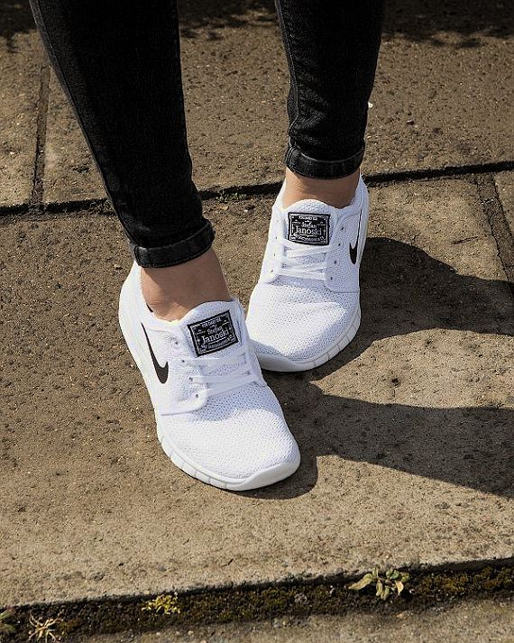 White and black Nike runners/trainers